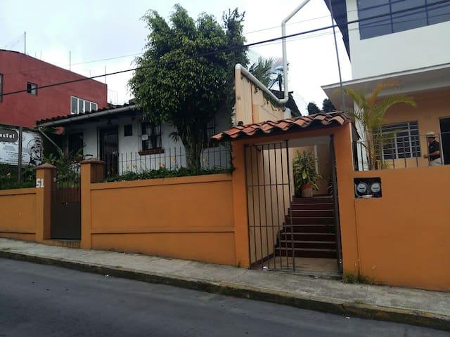 Casa hostel Centro de Coatepec. - Coatepec - Huis