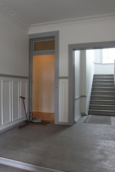 Døren til vores lejlighed/The door to our Apartment.
