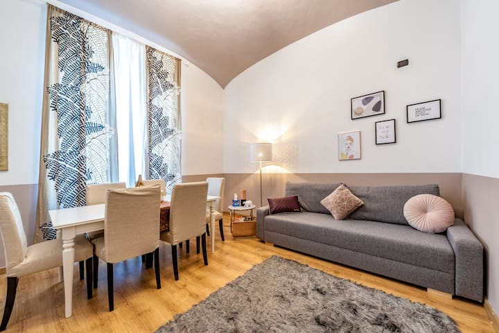 Rome your Home Termini Deluxe 8 pax apartment