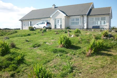 Hilltop cottage with large garden - Ballylar