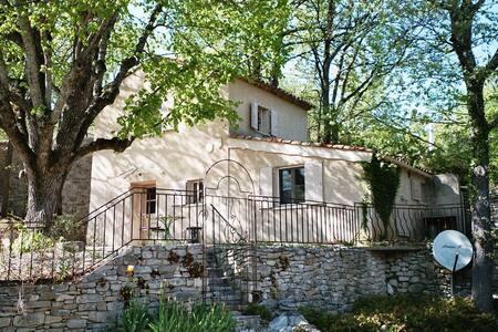 Maison provençale au pied du Luberon