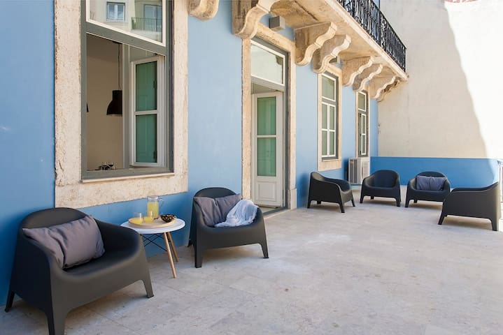 Family friendly 4BR Apt w/ 3 workspaces, TV room&terrace, in Baixa