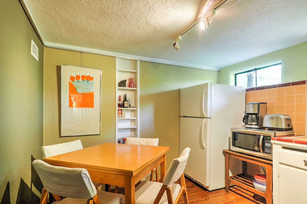 A fully equipped kitchen features a refrigerator/freezer, gas stove, sink, dishware and more!