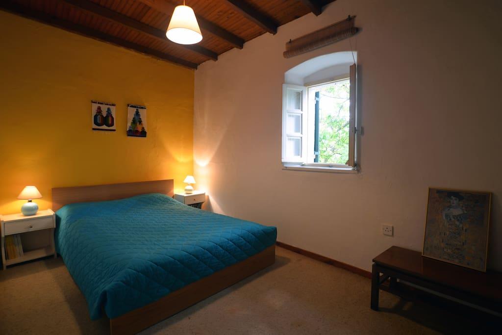 Double yellow room