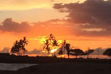 Beautiful hideaway beach house. - Waiʻanae - 独立屋