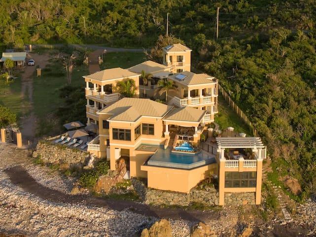 VillaLunaBlu 6BDRM OceanFront Newly Renovated