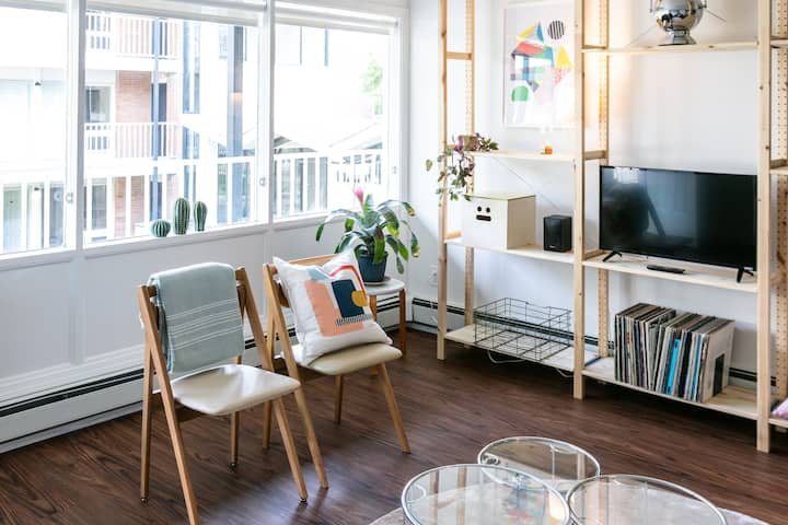 Quirky & Modern Flat in West Village with Parking