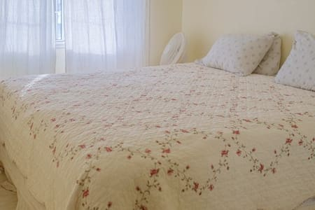 Comfy king bed room1 off PCH - Oxnard - Rumah