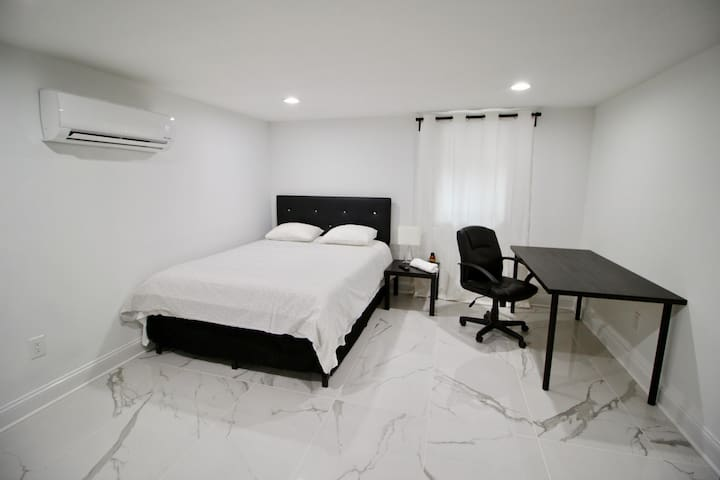Room F: Cozy/Modern Private Bedroom near DCA