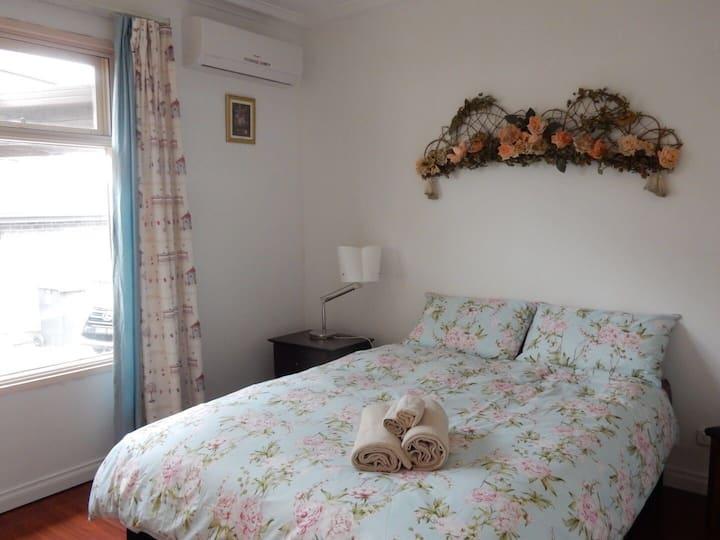 安静舒适的4房别墅FREE WIFI 4 bedroom cozy house in Glen