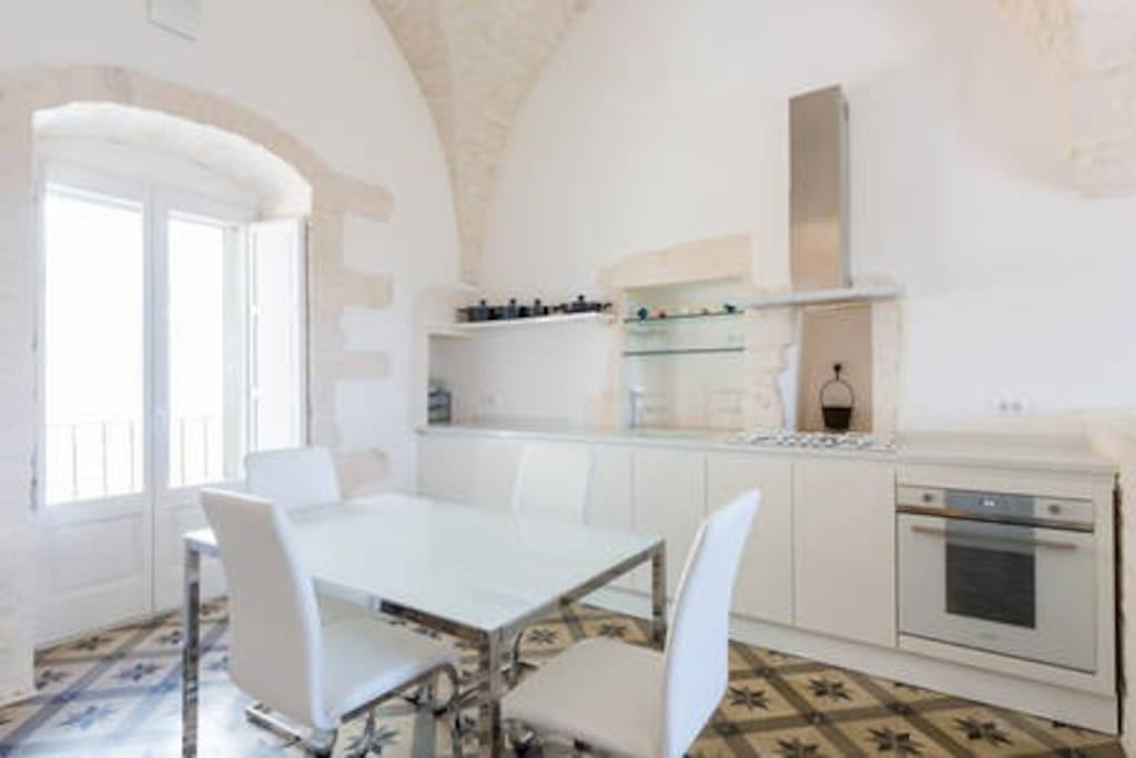 Fully equipped designer kitchen and dining area