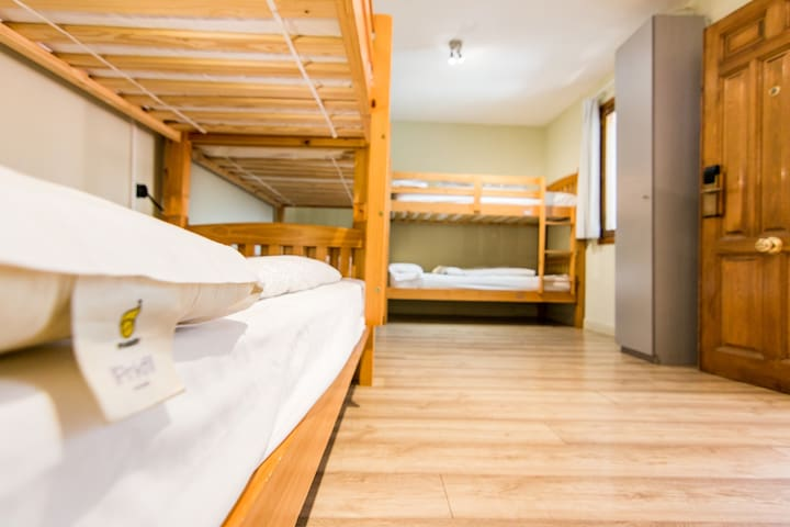 Mad4You Hostel: 8-bed mixed dorm, private bathroom
