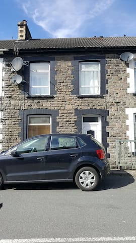 Double Room in a traditional stone built home - Pontypridd - Ev