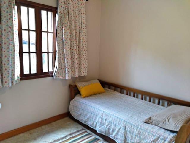 1º Andar: quarto com beliche e ventilador de teto.