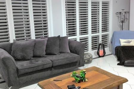 Shared home, own room and share bathroom - Tuncurry