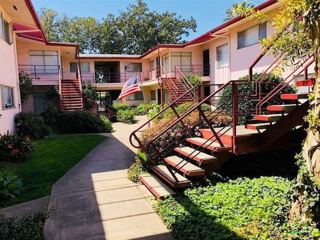 Cute 1 Bd Condo | Hip Historic Downtown Santa Ana