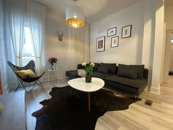 Luxurious Downtown 3 Bed - 2 Mins to Bud Gardens