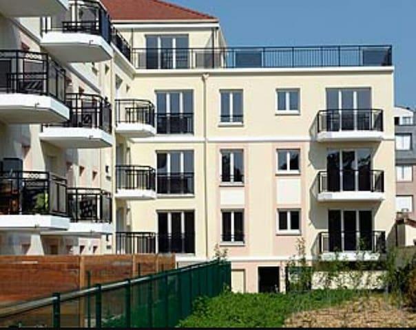 Une très jolie chambre double dans - Achères - อพาร์ทเมนท์