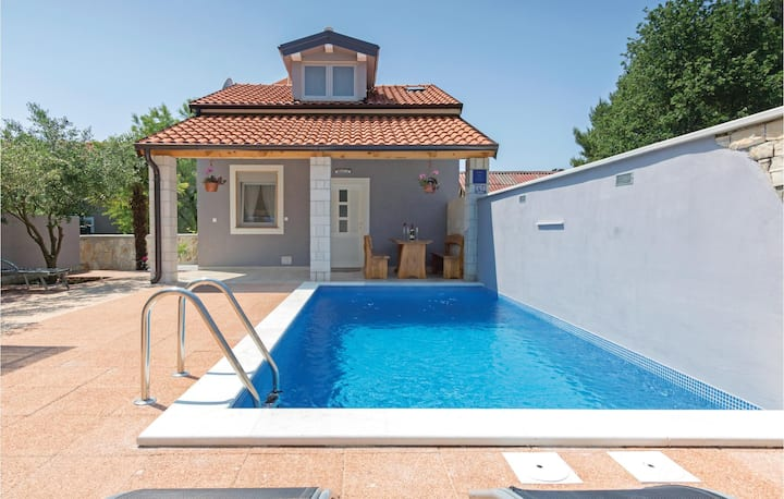 Holiday cottage with 3 bedrooms on 78m² in Peroj