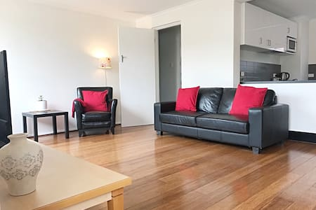 2 bedroom apartment in Highgate Hill