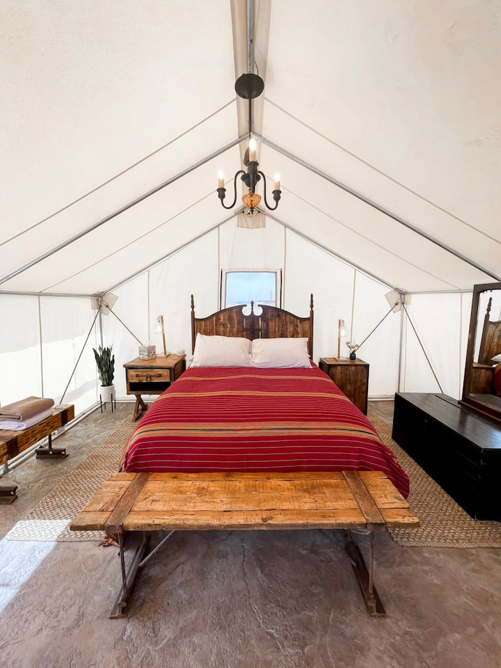 Pancho's Villa Glamping Tent w/Slot-Canyon Showers
