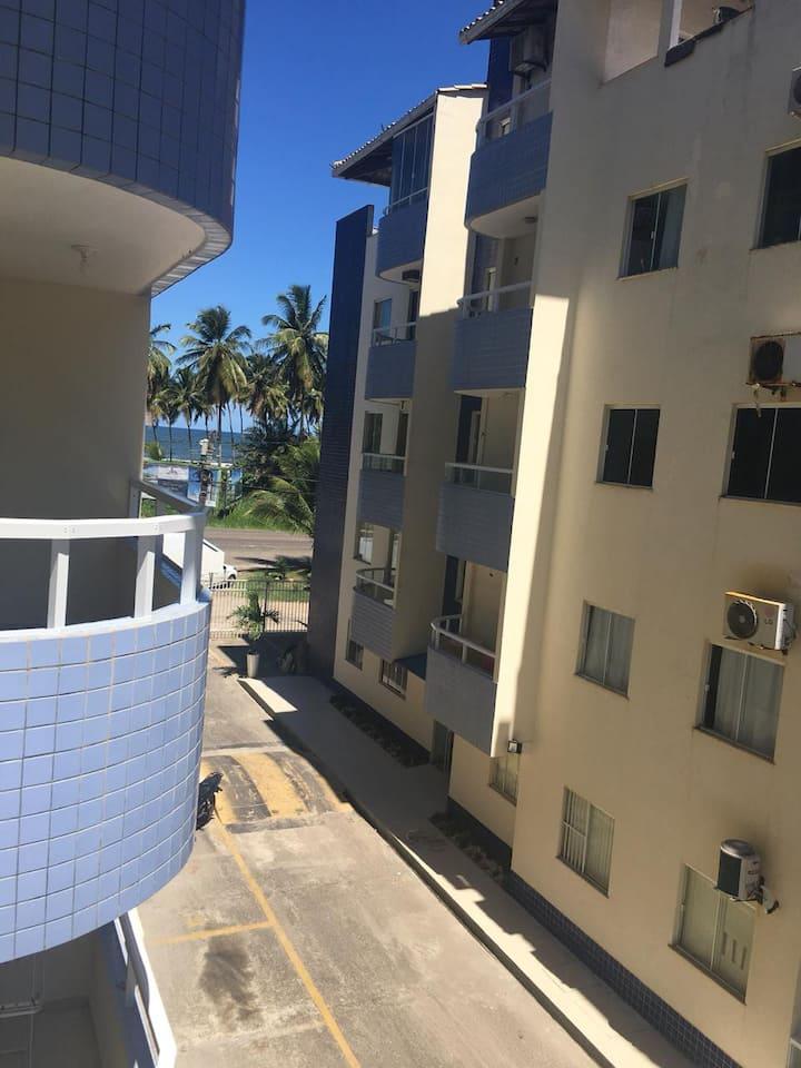 Quarto e sala confortável em frente a praia