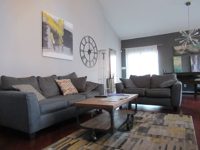 Fun Area! Large Loft w/balcony & Private Parking