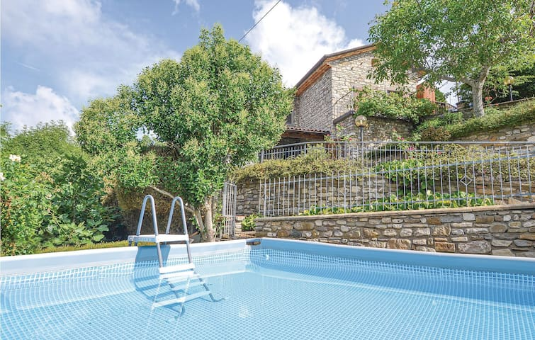 Holiday cottage with 4 bedrooms on 200m² in Pieve Santo Stefano
