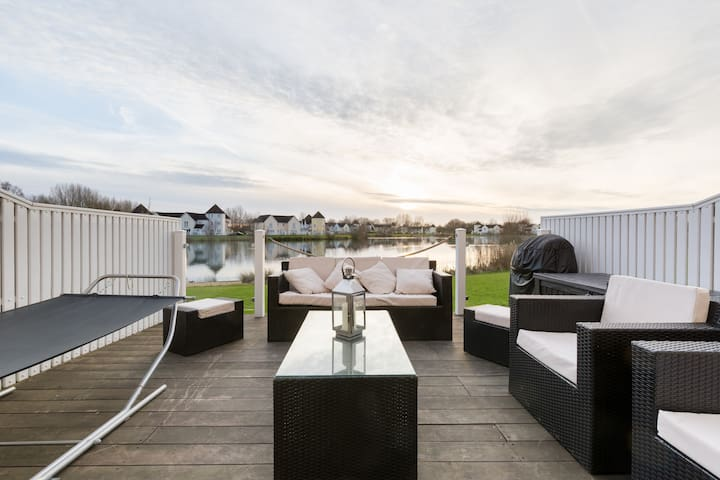 Luxury Lakeside Retreat - South Cerney - Rumah