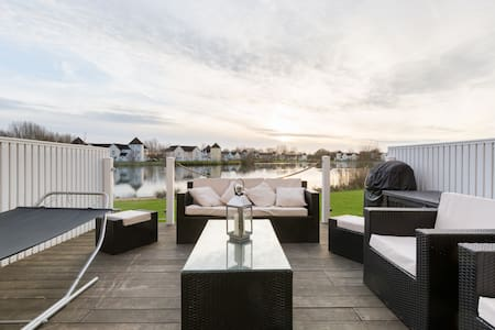Luxury Lakeside Retreat - South Cerney - Huis