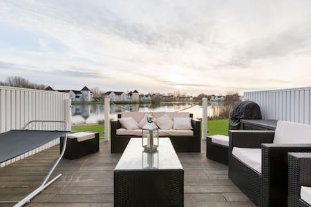Luxury Lakeside Retreat - South Cerney - Haus