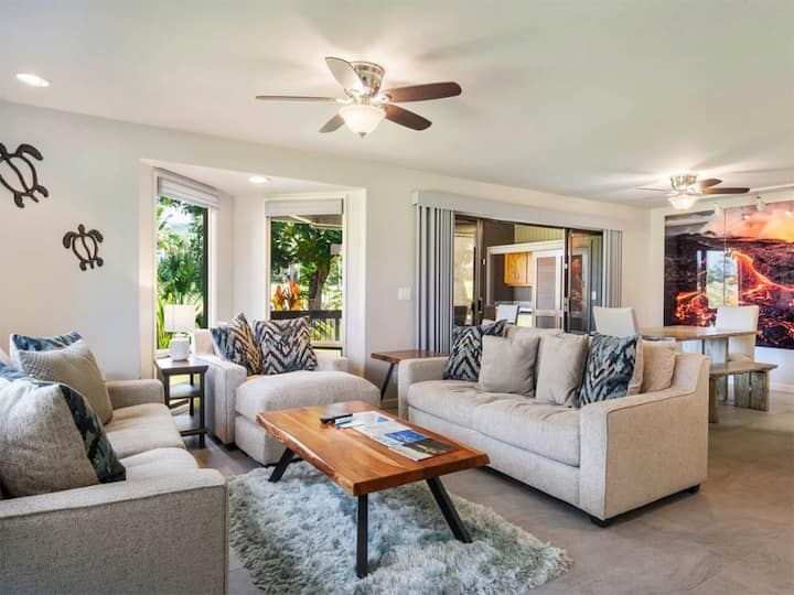 Hi-Style Condo w/Fantastic Fairway Views, Wet Bar, Kitchen, AC, WiFi, Flat Screens+Laundry–Kanaloa at Kona 601
