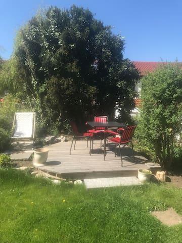 Ruhiges Zimmer in freundlicher Atmosphäre - Riehen - Casa adossada