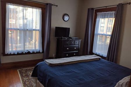 Lake Street Suite #2, Uptown Minneapoils