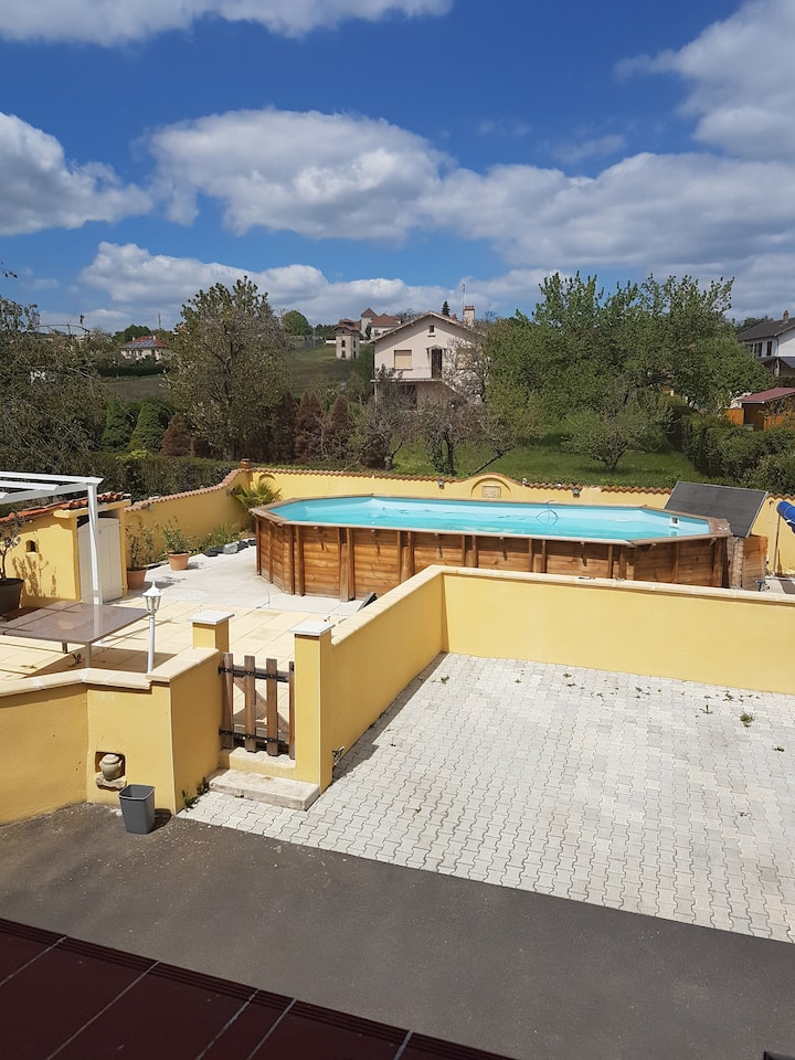 Jolie villa, piscine privee Auvergne Vulcania 40mn