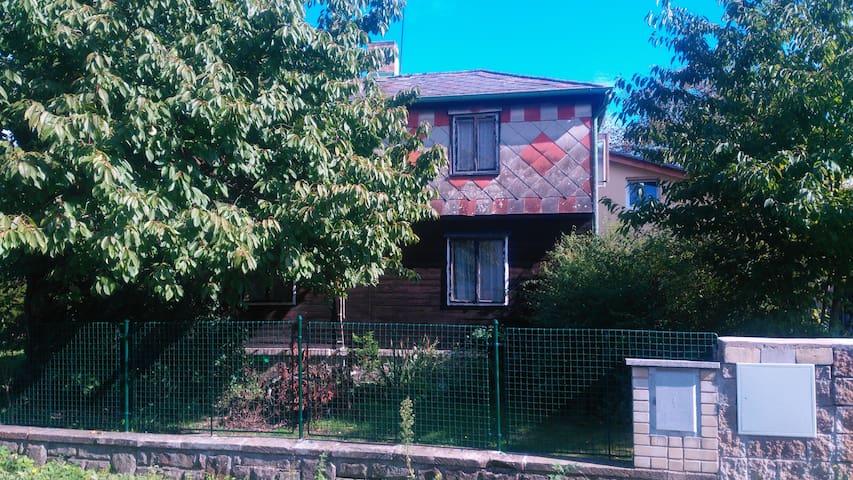 Summer House + Garden - Praga - Casa