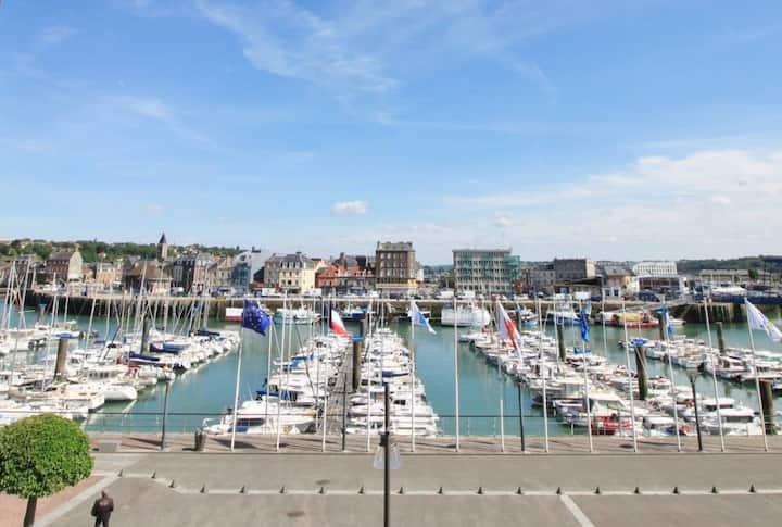 A découvrir : Studio 30m2 avec vue sur le port !