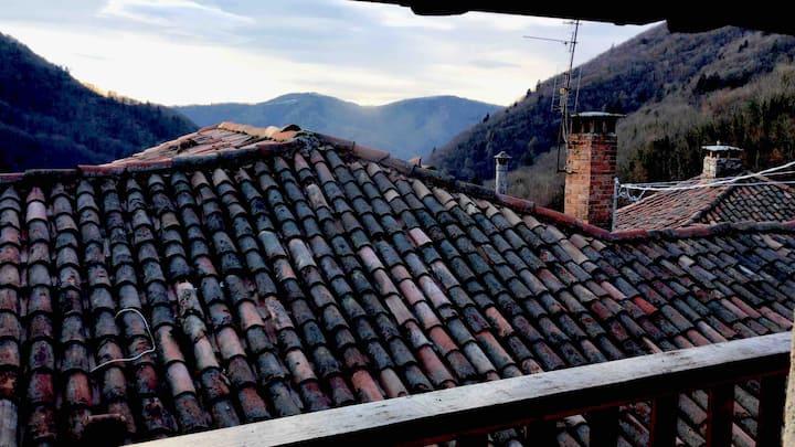 Mini casa con vista sulle montagne