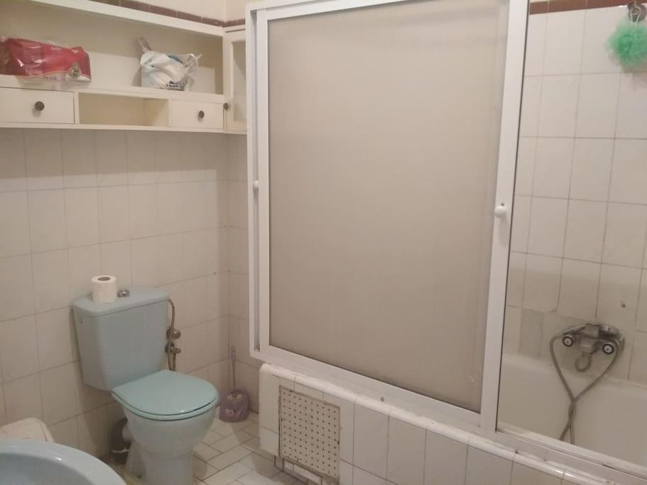 Shared Bathroom with Bidet and Bath/Shower
