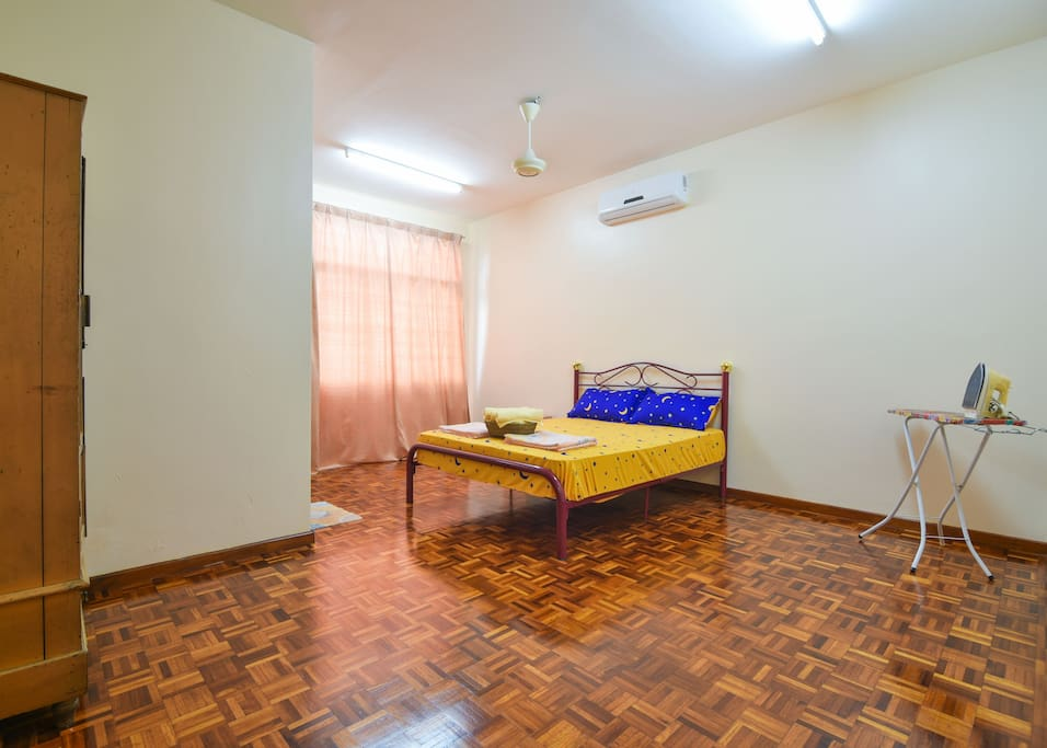Large MasterRoom, with Air-Con & Ceiling Fan, Ironing, 2pax
