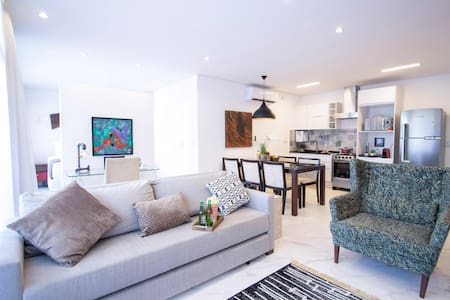 Spacious and bright Loft at Sunset Square (w/ AC)