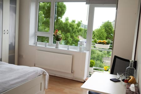 Big Bright room near LondonEye/Big Ben 24h access - London - Apartment