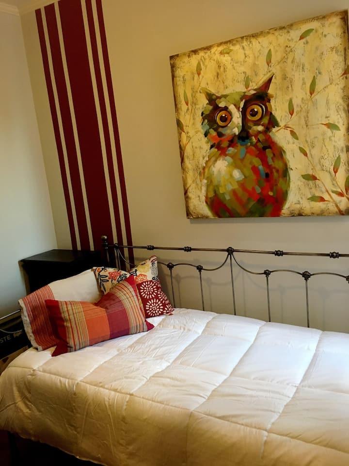 Clean Private Room w/ easy walk to Rittenhouse/CC