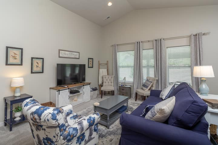 Home Style Comfort in the Heart of Meridian