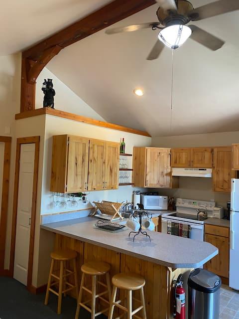"""Riverview Lodge """"Bear's Den"""" condo cabin"""