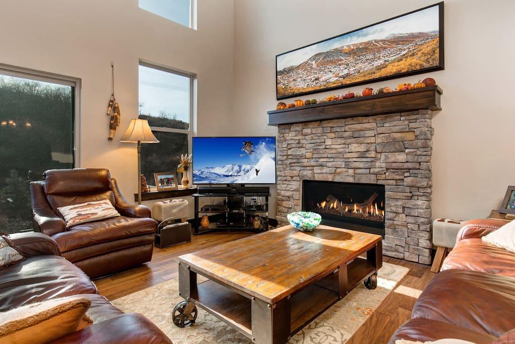 Main Level Living Room - Smart TV, gas fireplace, plenty of seating