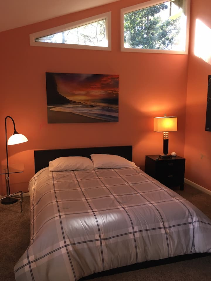Private bedroom in Sandy Springs executive home
