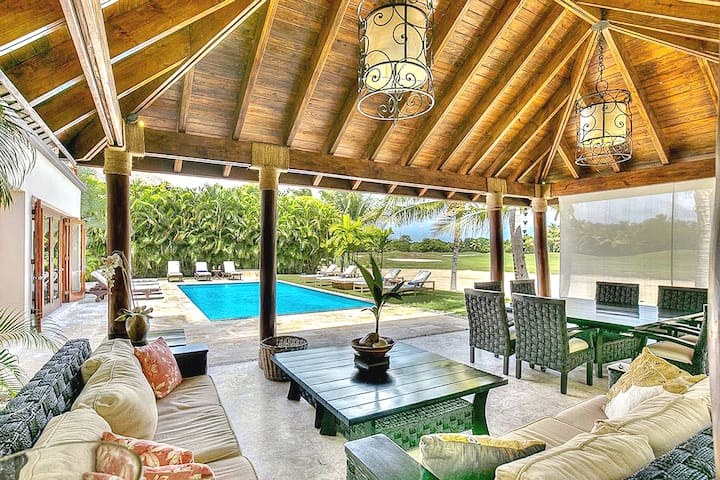 Special! Luxury villa 4 BR + pool Puntacana Resort