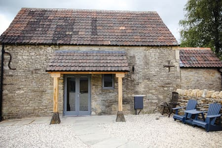 Magical Cotswolds Barn Getaway + Breakfast - Malmesbury - Penzion (B&B)