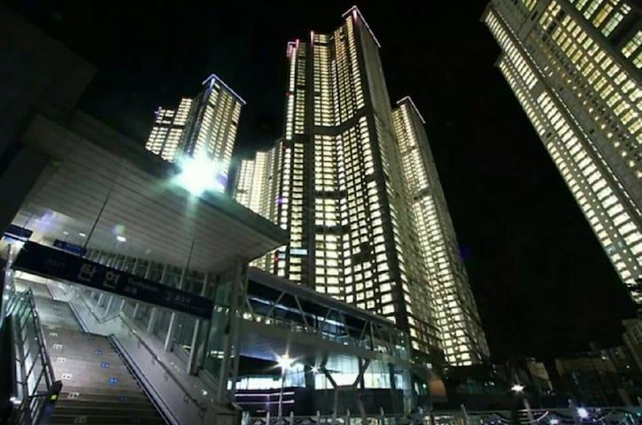 Luxury 3 Bedrooms / Hongik Univ 22mins / Kintex